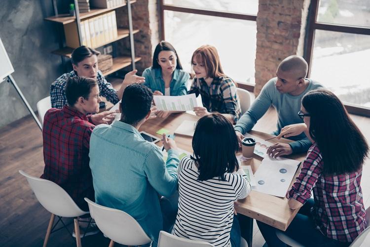 Différences entre un CSE de moins 50 salariés et plus de 50 salariés